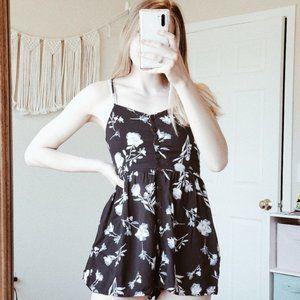 UO Poppy Sweatheart Button Down Floral Romper XS